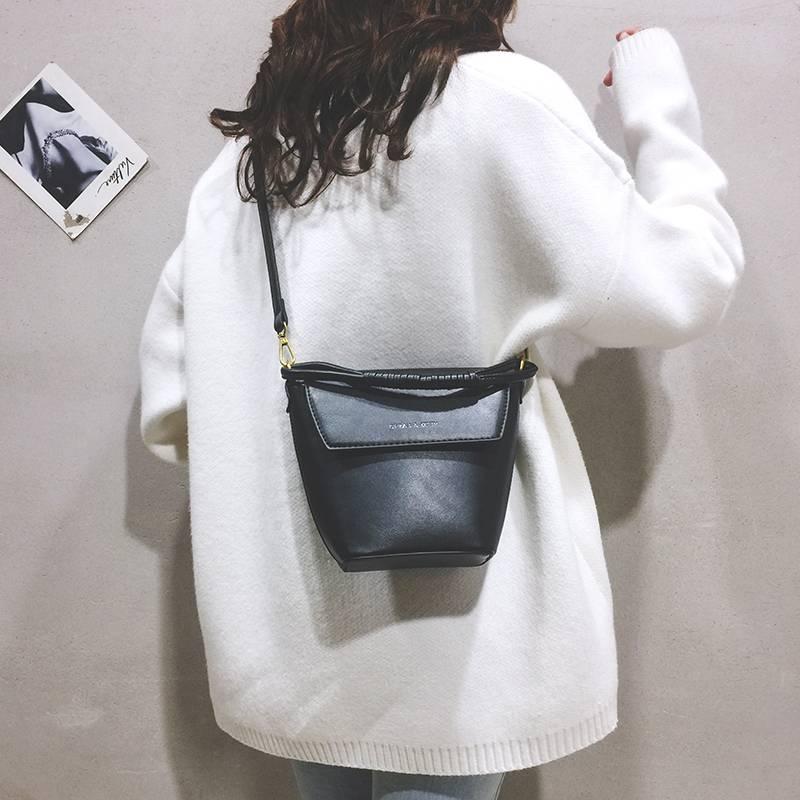 时尚网红小清新夏天迷你小包包女2020新款潮百搭水桶包手提斜挎包