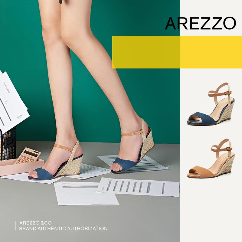巴西AREZZO雅莉朶2019年夏季新款多色露趾坡跟搭扣时尚女凉鞋,可领取20元天猫优惠券