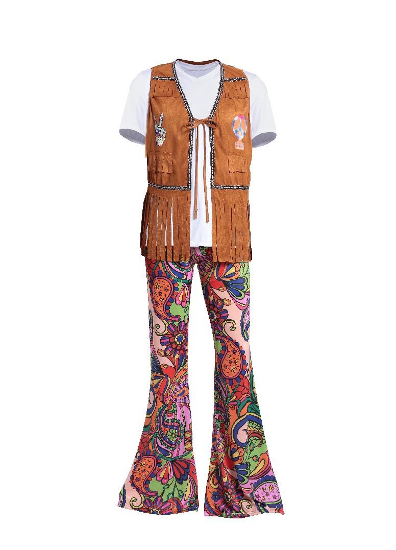 実写の点数はハロウィンの服装の男女のカップルの復古の70年代の欧米のディスコのヒッピーの舞踏会の服装です。