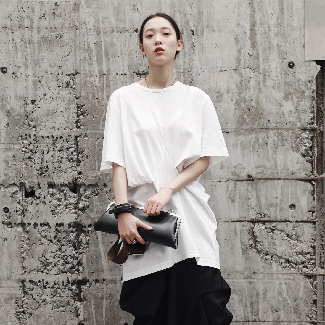 SIMPLE BLACK 暗黑风夏季褶皱捏花设计宽松中性中长款情侣短袖T恤