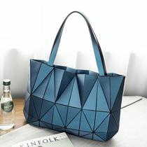 日本同款2021新款女包几何菱格手提包竖款单肩包折叠百变女士包包