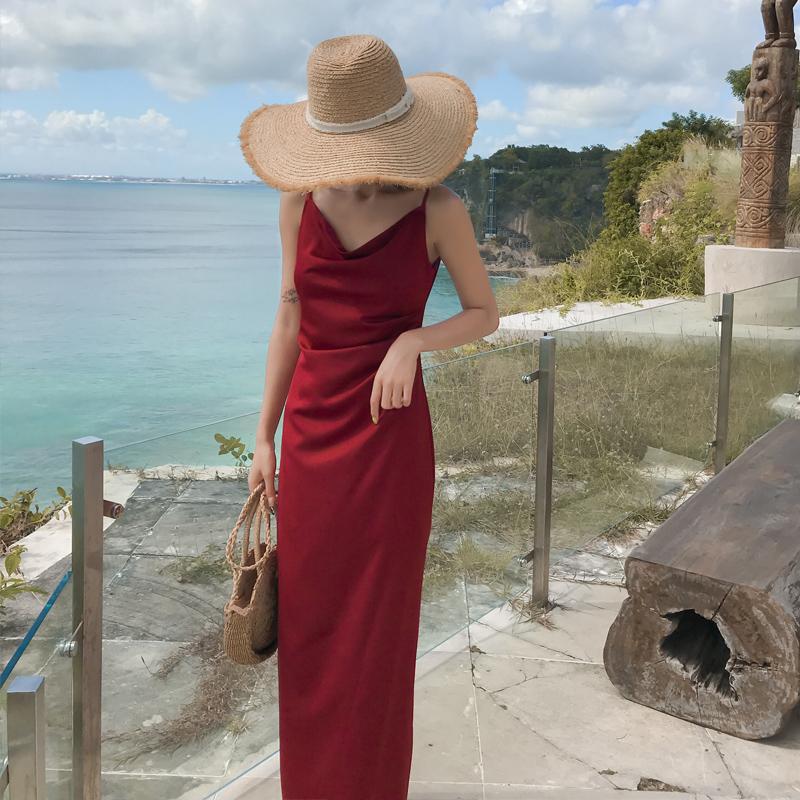復古紅色吊帶連衣裙長裙女夏2019新款超仙三亞沙灘裙海邊度假長款