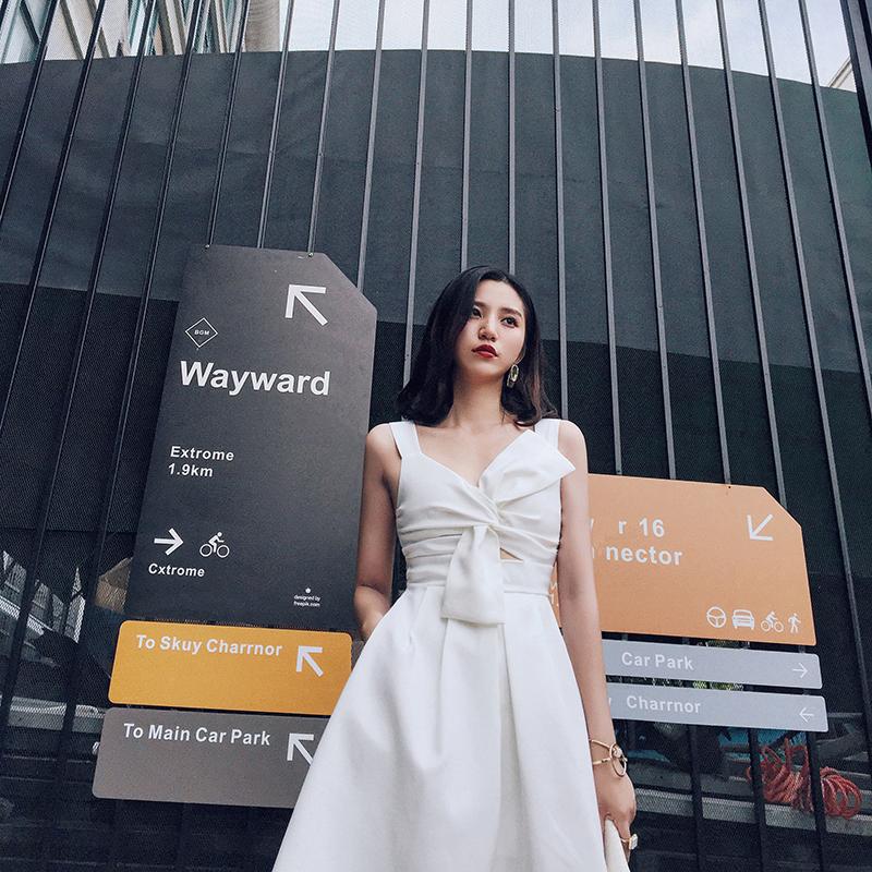 【小Q家】白色蝴蝶结镂空吊带连衣裙小礼服2018新款日常聚会礼服