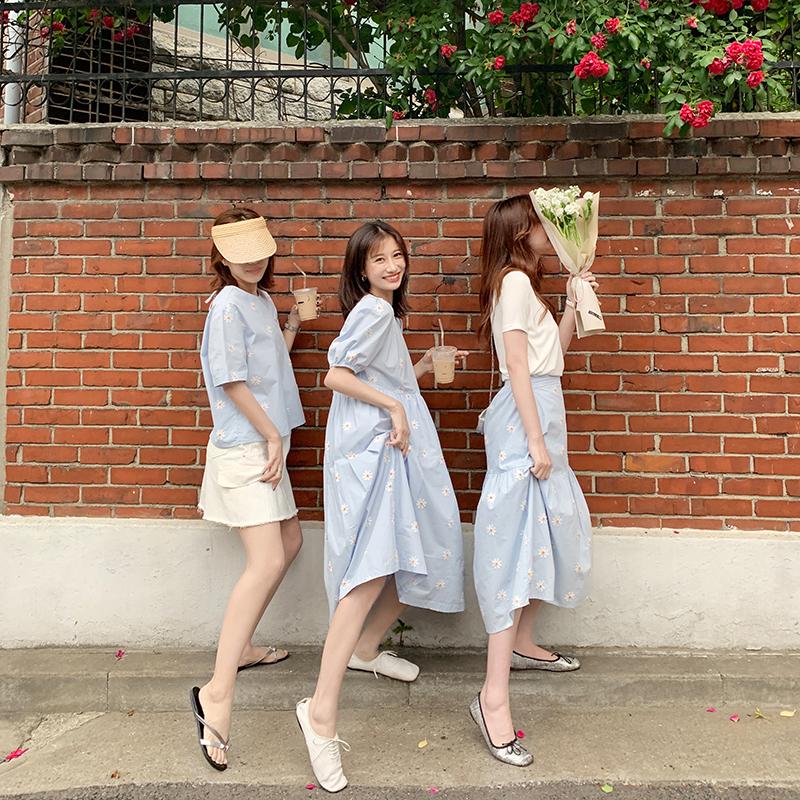 EKOOL闺蜜装小雏菊刺绣圆领短袖连衣裙女夏宽松中长款半身裙套装