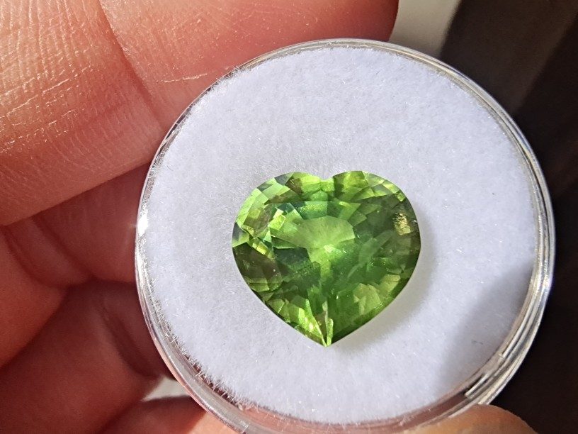 Myanmar Magu natural olivine 5.8ct has micro inclusions, milk body and beautiful color. Article 31201