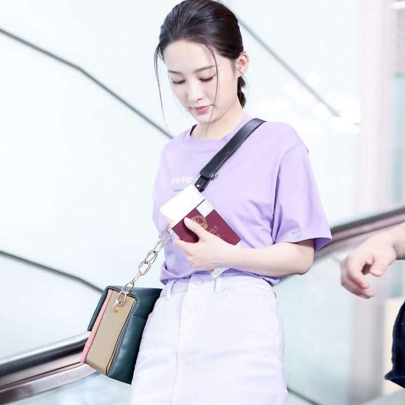 李沁明星同款衣服女2018新款短袖宽松浅紫色圆领纯棉T恤+牛仔短裙