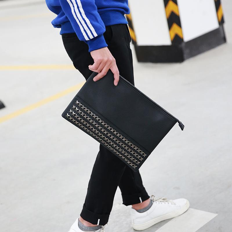 韩版中性男士手包时尚潮男手拿包大容量个金属装饰手夹包信封包