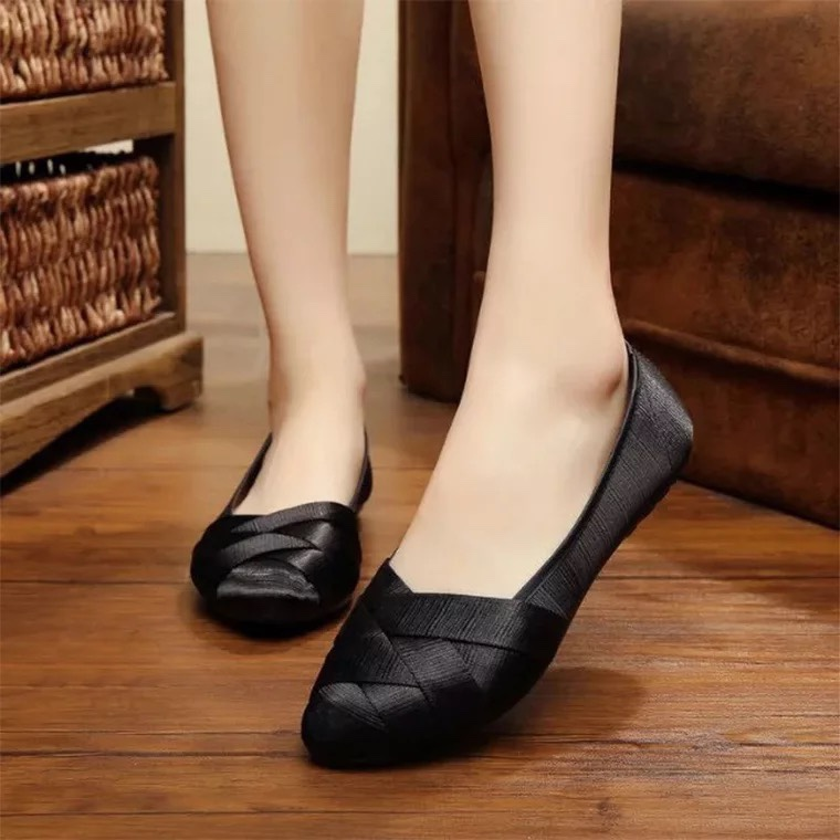 Summer classic old Beijing cloth shoes womens shoes woven shallow mouth breathable and comfortable soft sole single shoes flat sole simple work shoes