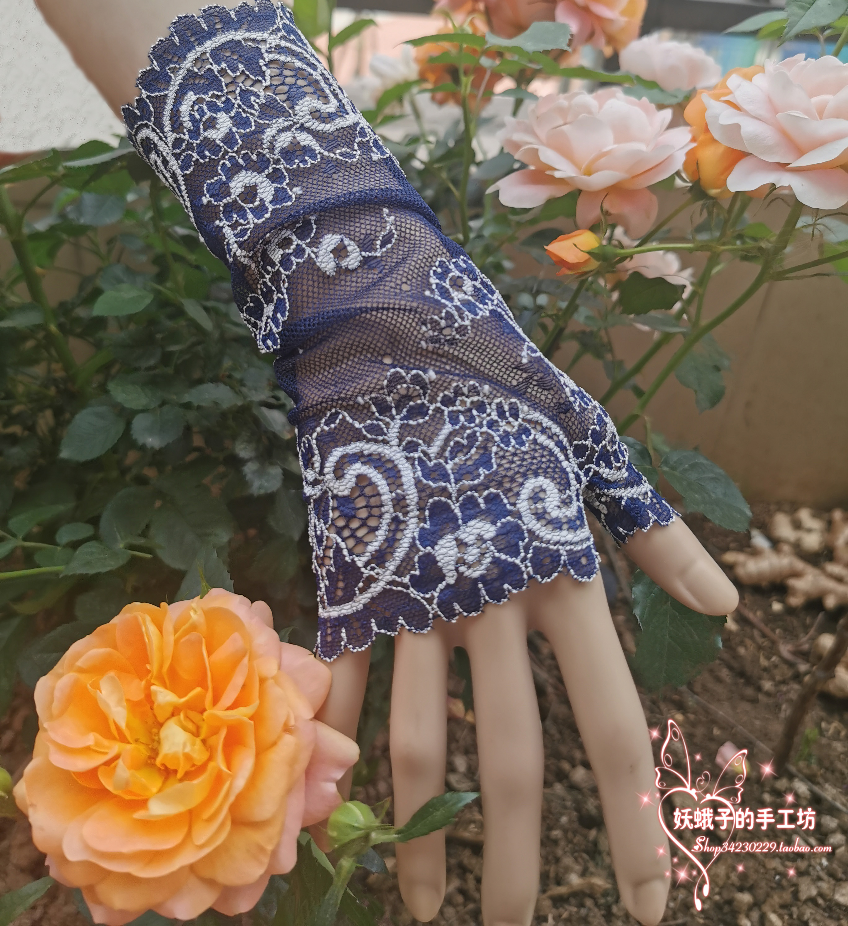 Demon moth one piece elastic ultra-thin blue and white porcelain lace half finger open finger gloves