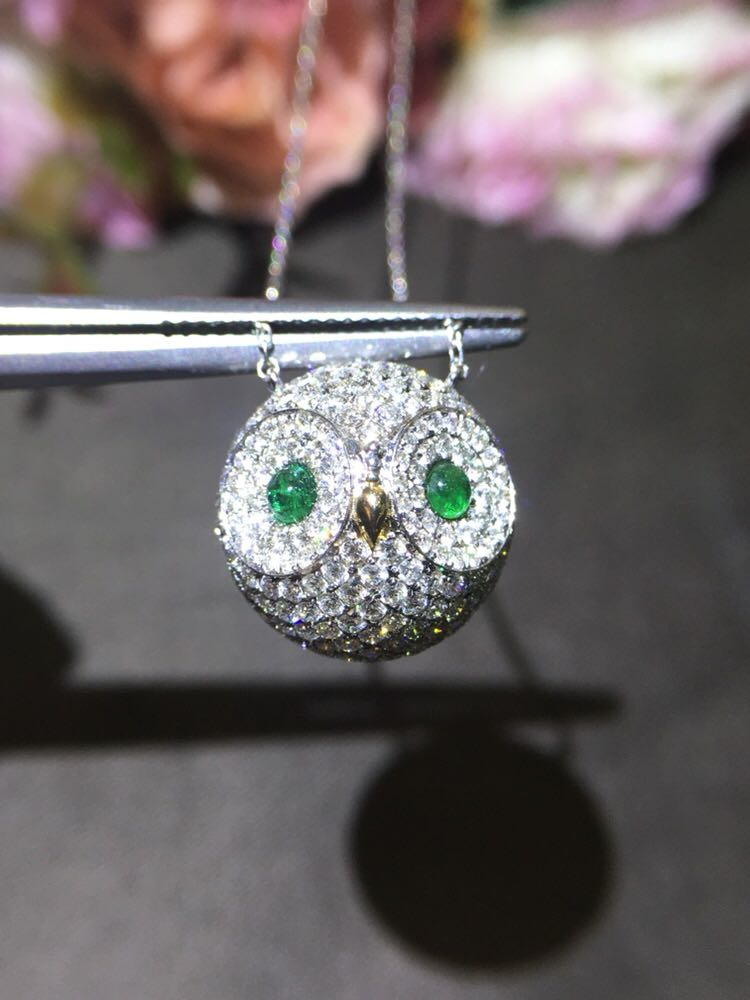 Light luxury 18K Gold Owl diamond necklace, eyes for plain emerald, super cute