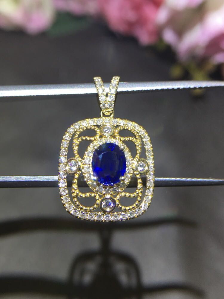 18K Royal Sapphire Diamond Pendant, exquisite style, retro style, sapphire clean glass body