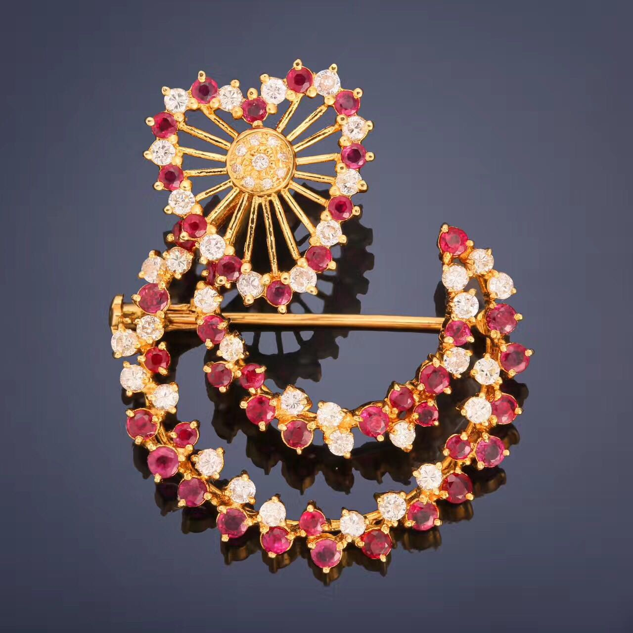 The designer Ruby Diamond Brooch is a shining and flexible heart moon combination, and the heart-shaped part can rotate