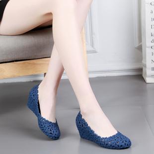 2020新款坡跟塑料涼鞋鏤空花朵中跟果凍鞋防滑百搭包頭沙灘鞋女夏
