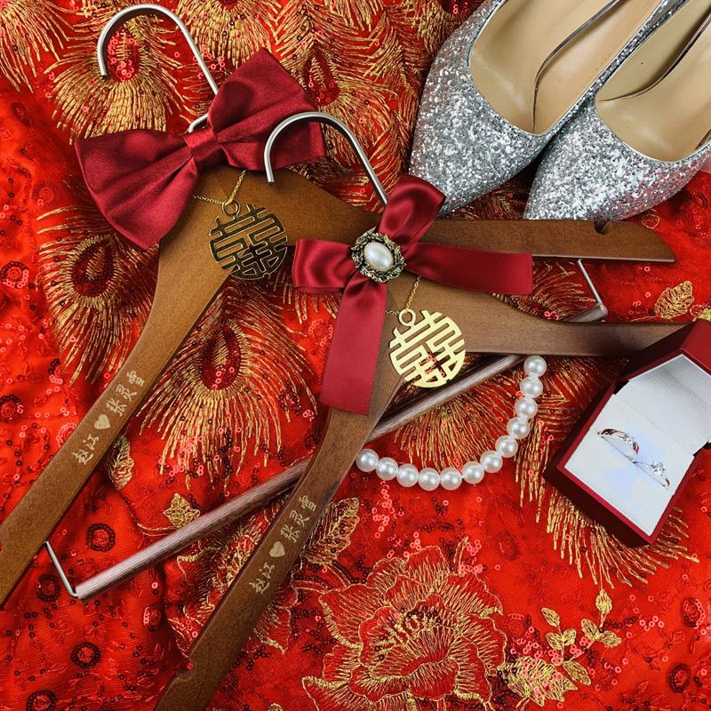 中式喜架喜字衣撑陪嫁衣架 婚礼衣架定制 结婚用衣撑挂秀禾衣服架