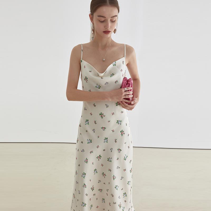 范洛2021夏季新款缎面法式设计感小众露肩吊带碎花连衣裙女裙子夏