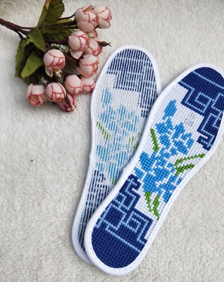 Exquisite hand-stitched cross stitch finished products, wedding supplies, sweat-absorbent and breathable pinhole insoles, white Clivia