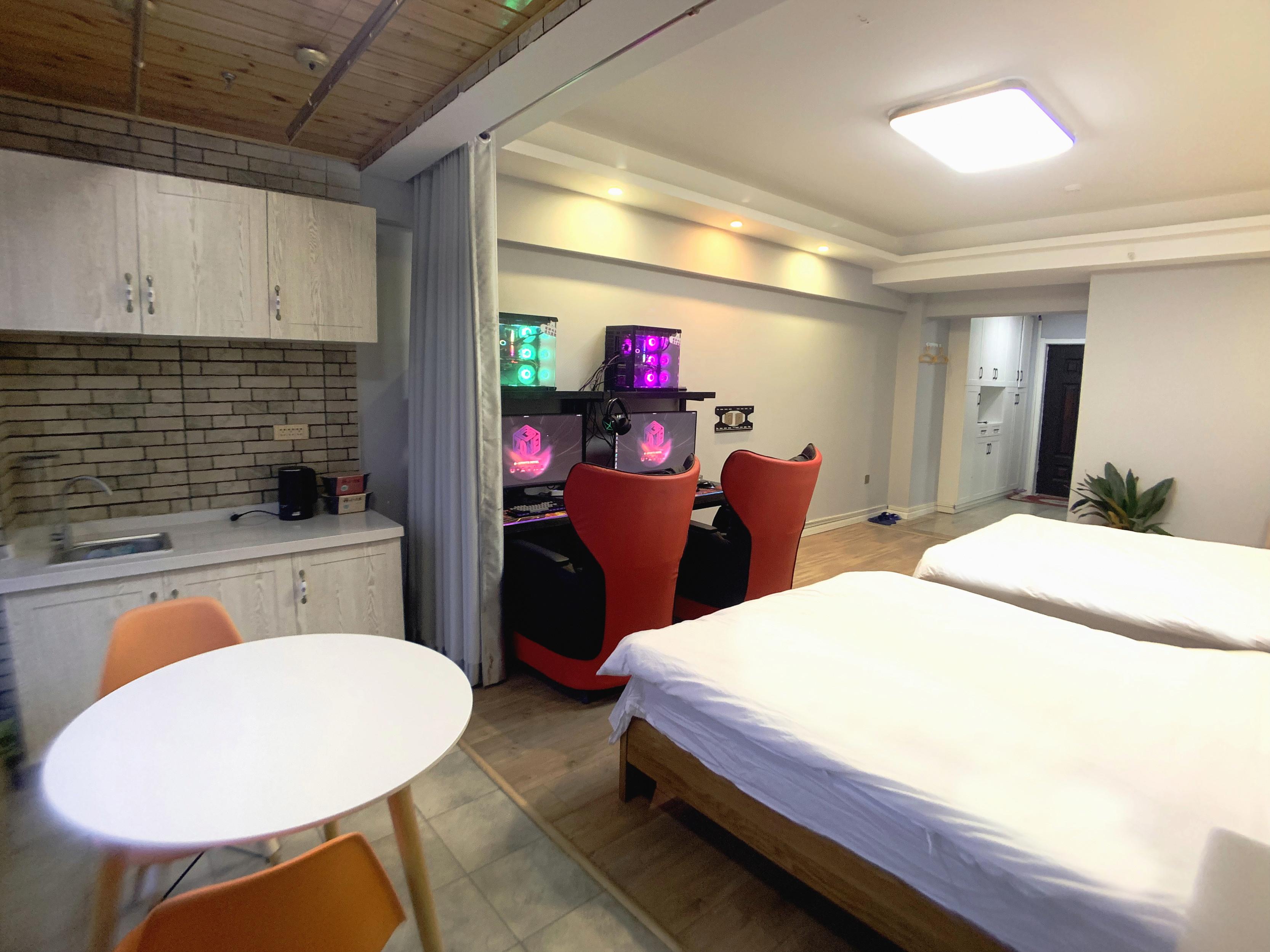 聚合空间电竞酒店众神之地神域尊享开黑双人双床豪华间