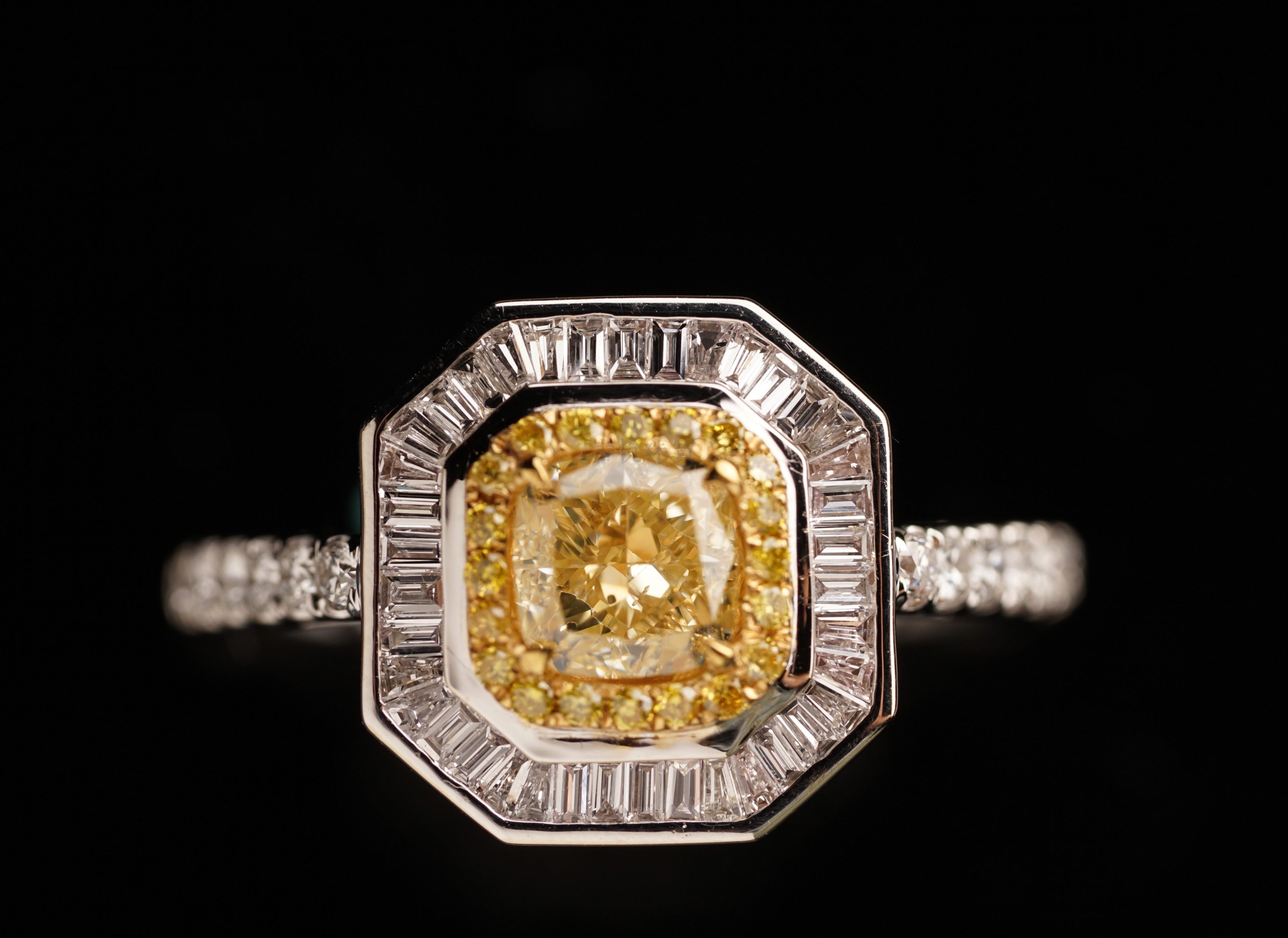 古悦珠宝0.76克拉黄钻搭配几何形状设计感钻石18K金镶嵌黄钻戒指