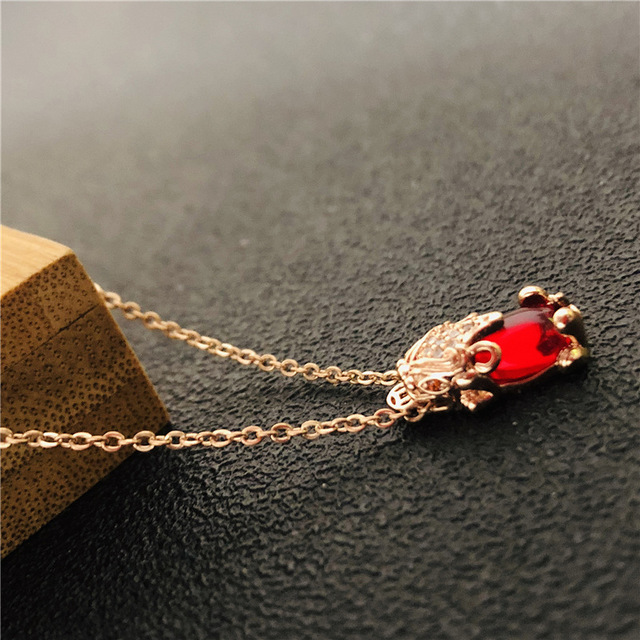 Chaoren exquisite temperament titanium steel necklace versatile transport Zhaocai pendant personality Ruby crystal 貅貅 chain