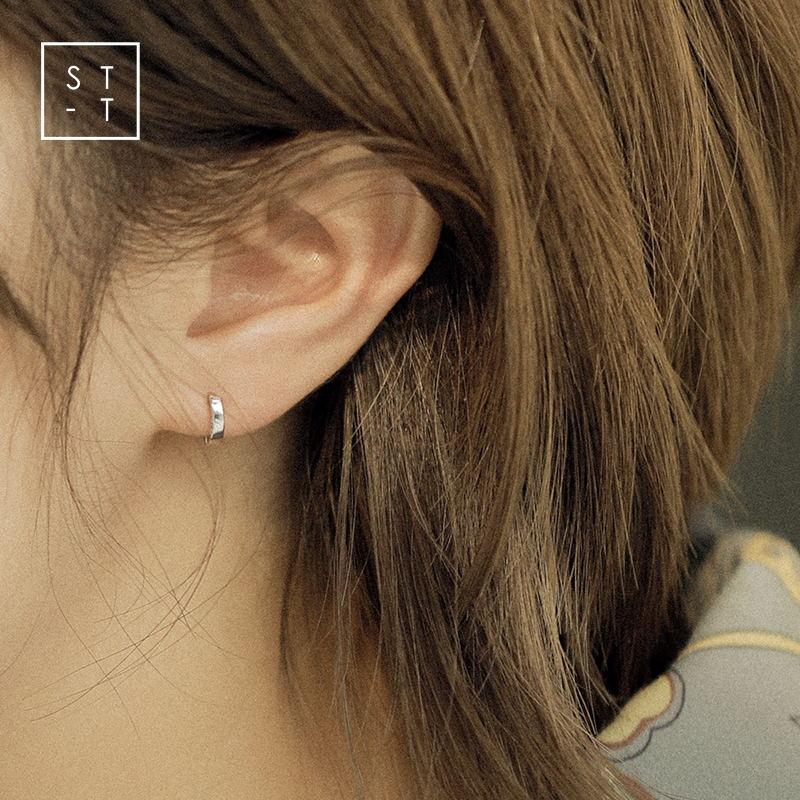 沈太太S925纯银耳圈女睡觉不用摘的耳扣韩国简约光面迷你小耳钉图片