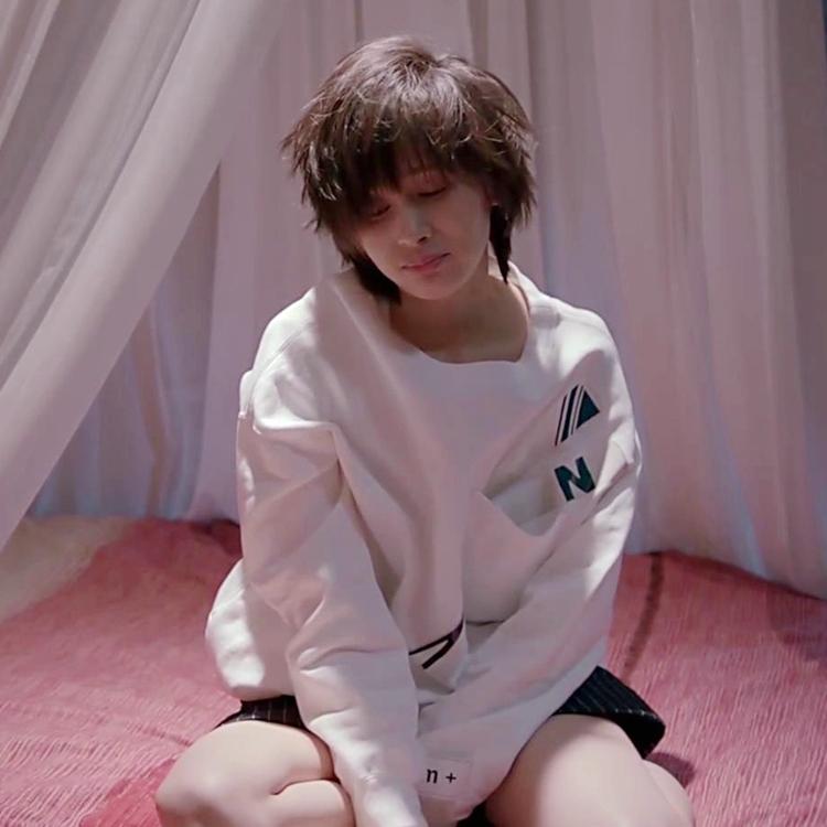 正品欢乐颂2王子文曲筱绡同款时尚字母贴布圆领长袖套头卫衣