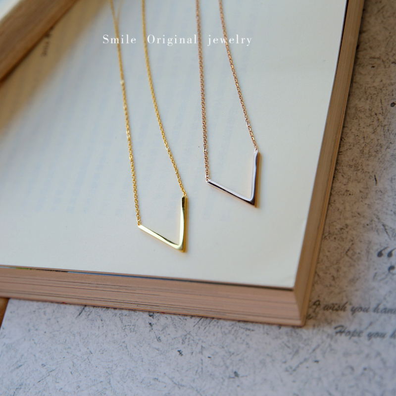 Not fade small design sensitive surface V-shaped short necklace Hong Kong Style European and American minimalist style clavicle chain woman