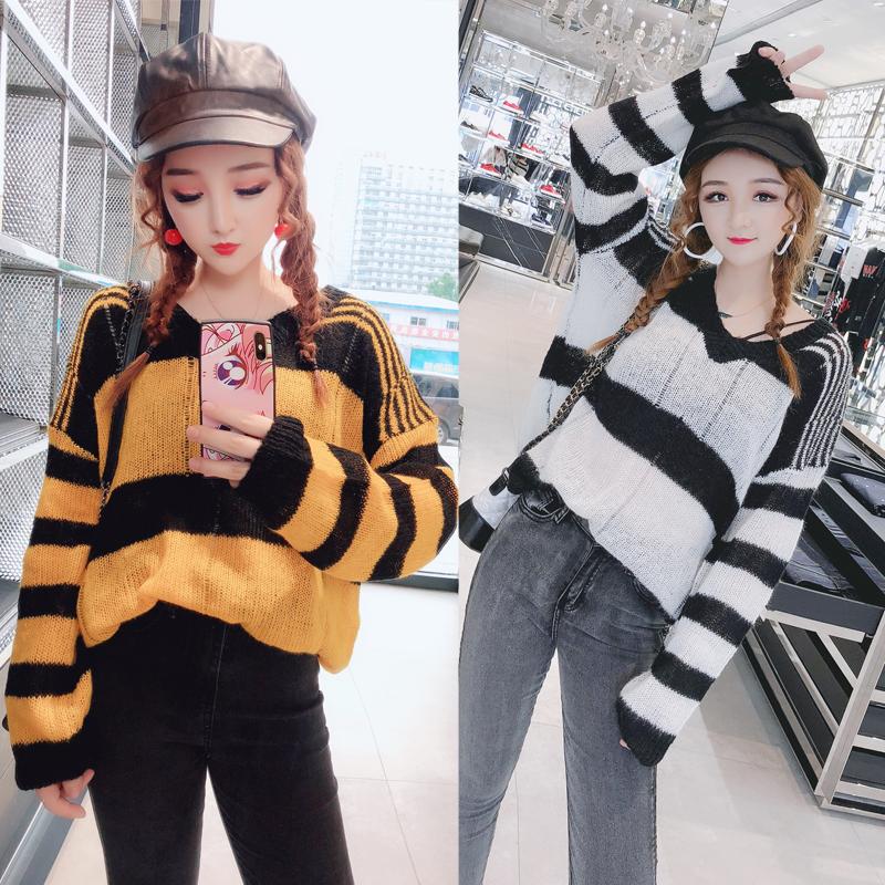 娃娃家潮流女装2018秋装新款 韩版时尚V领显瘦 条纹套头毛衣Y5810
