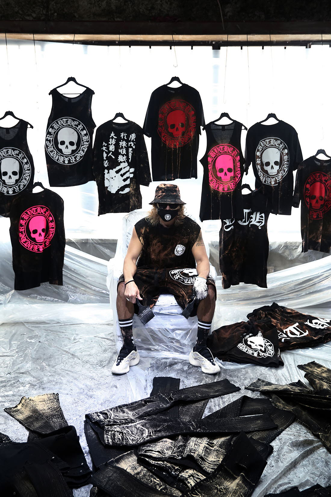 In May, byther South Korea purchased personalized ink splashing paint dot pattern skull patch cloth decorative loose sports vest