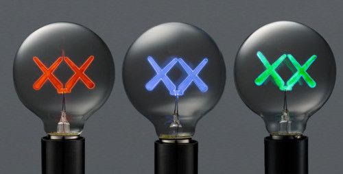 Сейчас в надичии The Standard X KAWS предел присоединиться имя лампочка бог вещь KAWS лампочка KAWS кукла