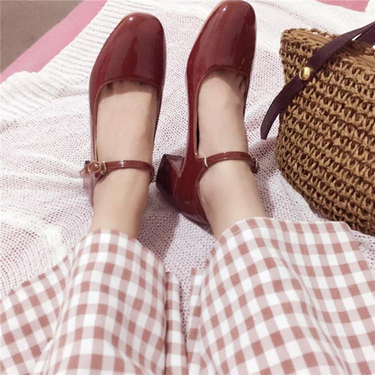 玛丽珍鞋女复古2020浅口一字扣单鞋粗跟方头中跟仙女鞋ins小皮鞋