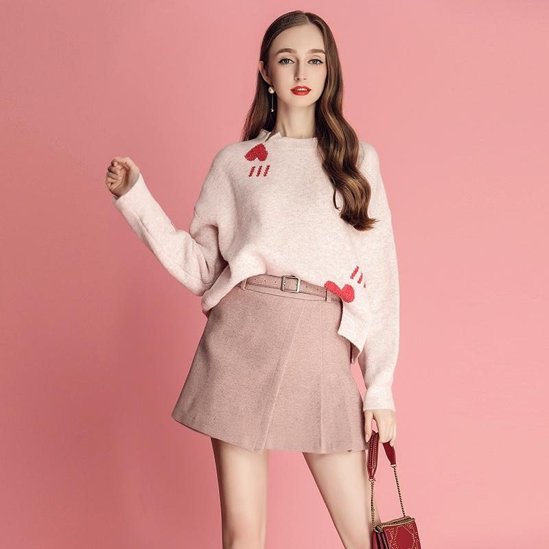 MIUCO女装2018冬季新款心机俏皮爱心毛衣搭配百褶裙网红两件套装