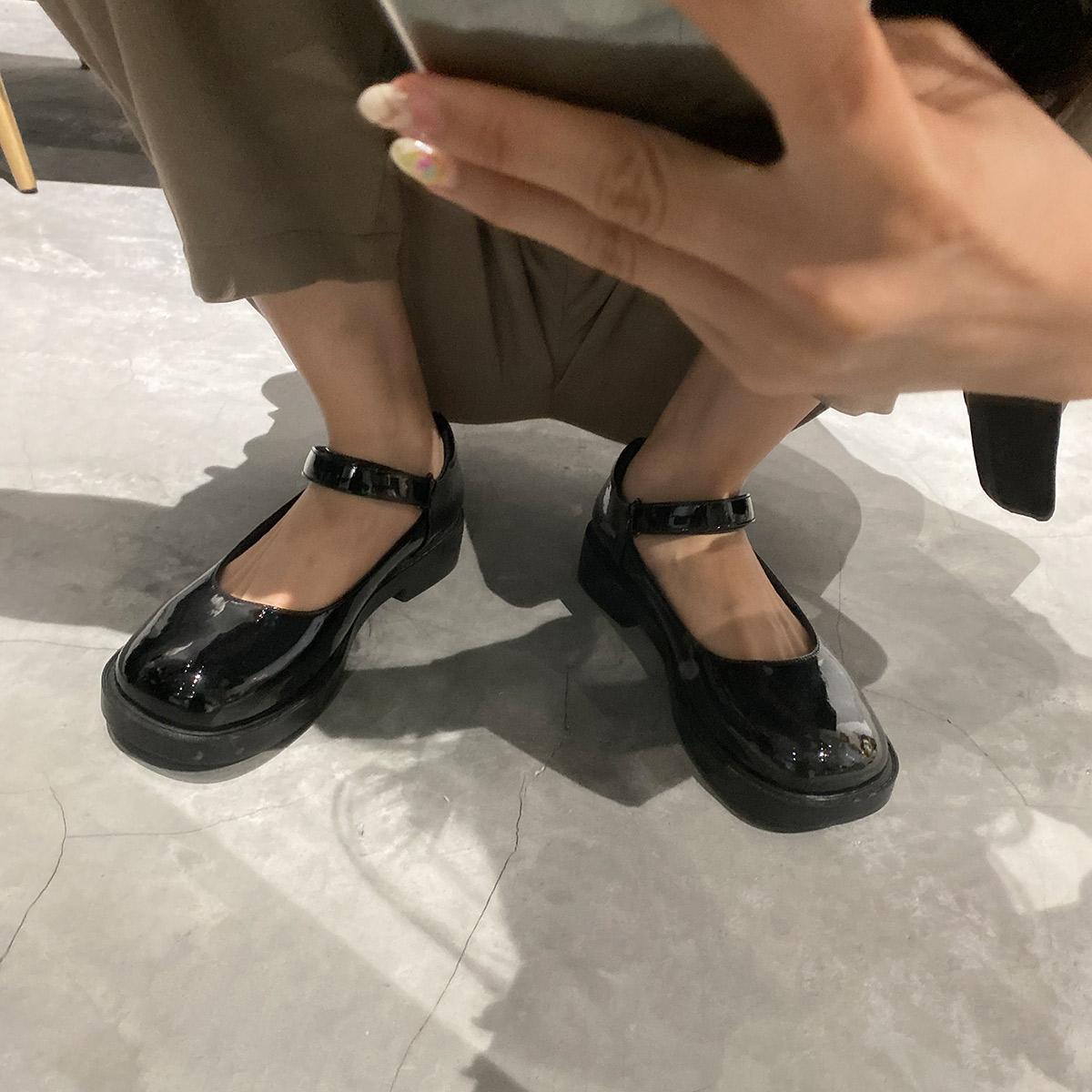 2020年春季新款单鞋女平底英伦风复古女鞋2019爆款百搭玛丽珍鞋子