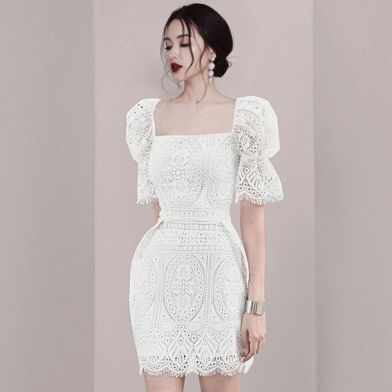 名媛风连衣裙2020早春新款洋气减龄收腰显瘦气质复古方领蕾丝短裙
