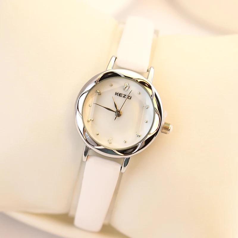 腕時計の女性の韓国版のファッションのドリルの学生の防水の機械の石英の時計の本当のベルトの規格品のファッションの女性の時計