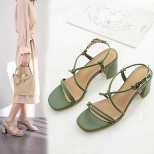 绿色凉鞋女2019夏时尚新款方头露趾细带粗跟中跟交叉绑带真皮凉鞋