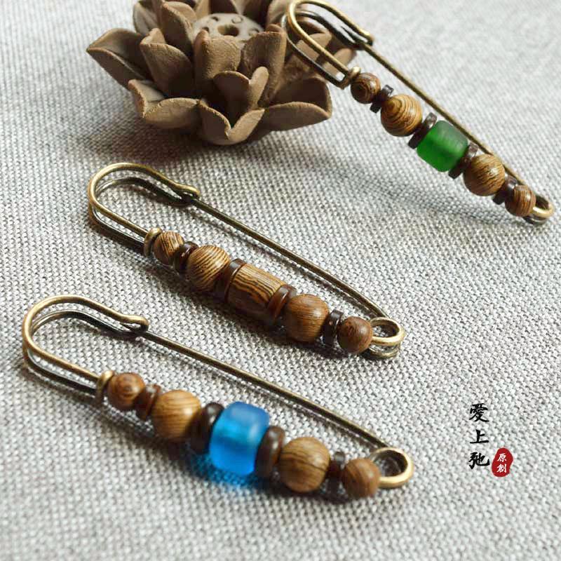 Creative retro pin decorative button sweater cardigan art autumn and winter Brooch womens coat versatile simple accessories