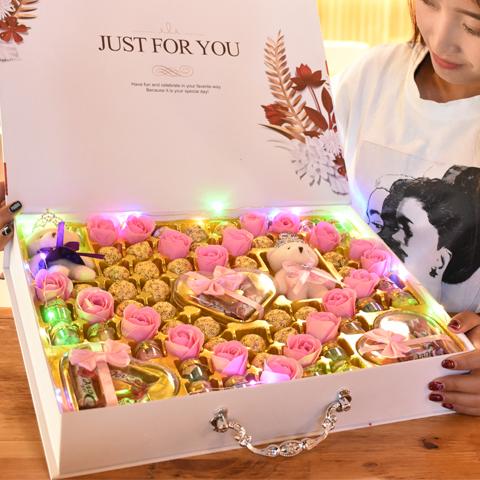 德芙巧克力礼盒装圣诞节送女友女生创意生日情人节礼物网红糖果