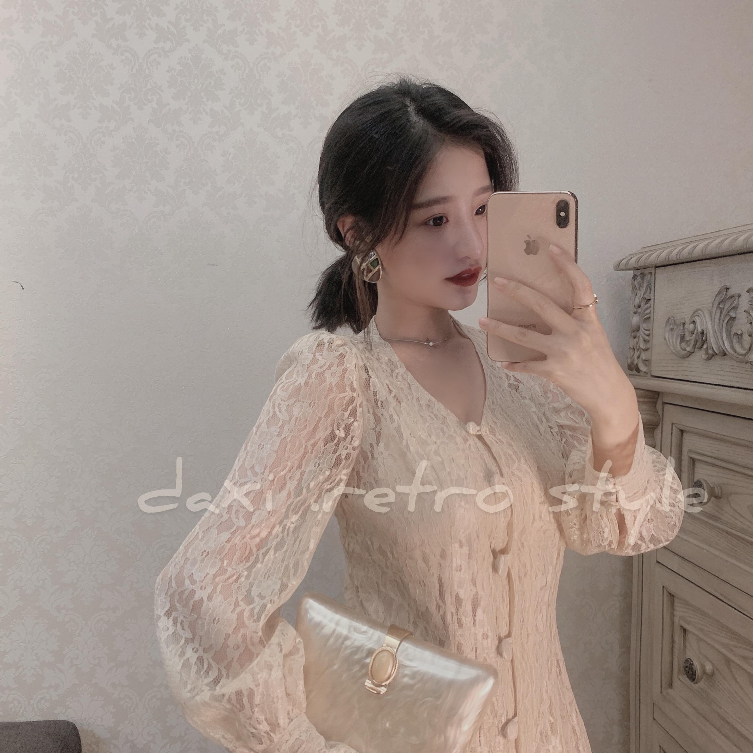 大喜自制2019早秋款女装潮洋气复古V领单排扣长款蕾丝长袖连衣裙