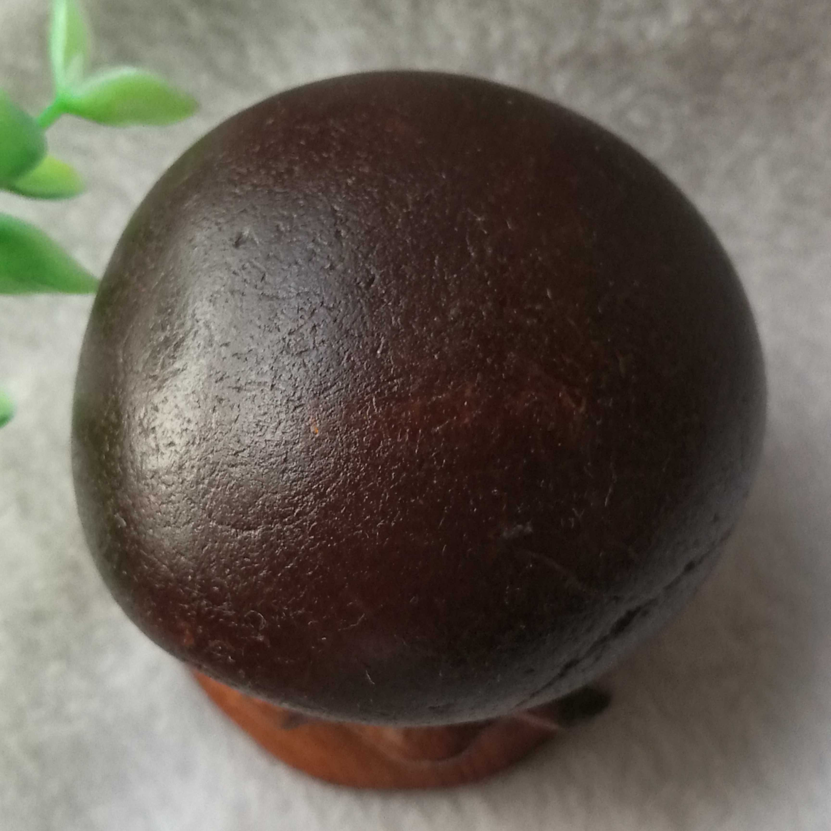 Small ornaments of natural agate raw stone, small round agate boat, rough leather. Pure natural raw stone special
