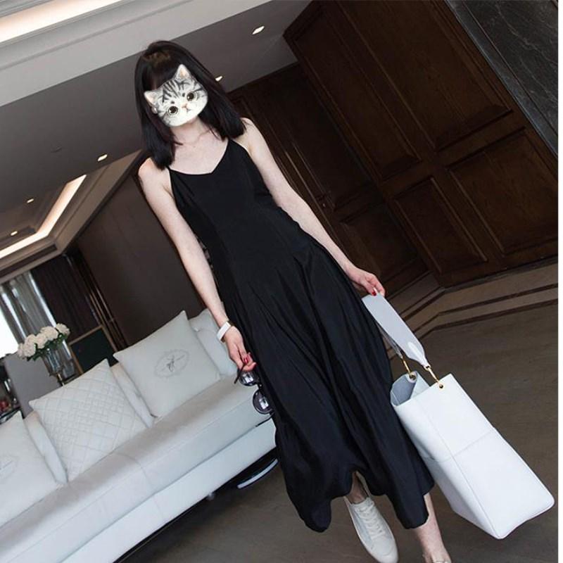 法式显瘦轻熟气质高贵黑色大码吊带连衣裙女春夏打底长裙小黑裙