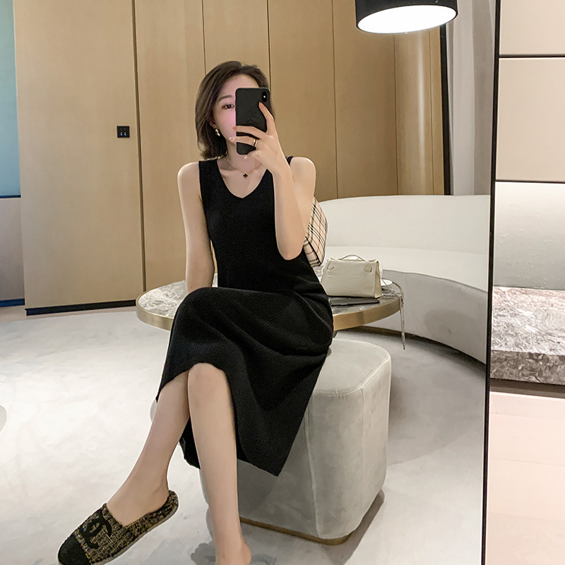 MUKOK黑色针织吊带连衣裙秋装2020年新款女宽松显瘦气质中长裙子