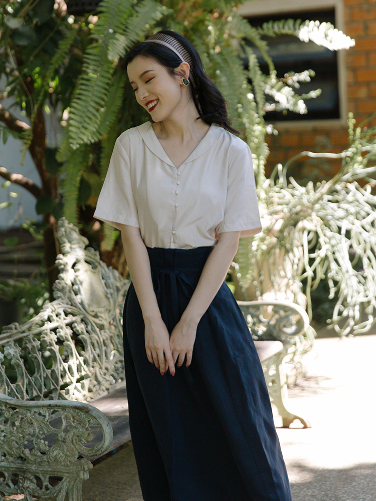 Republic of China School style two piece suit retro gentle V-shaped small Lapel Top + high waist pleated slim black skirt