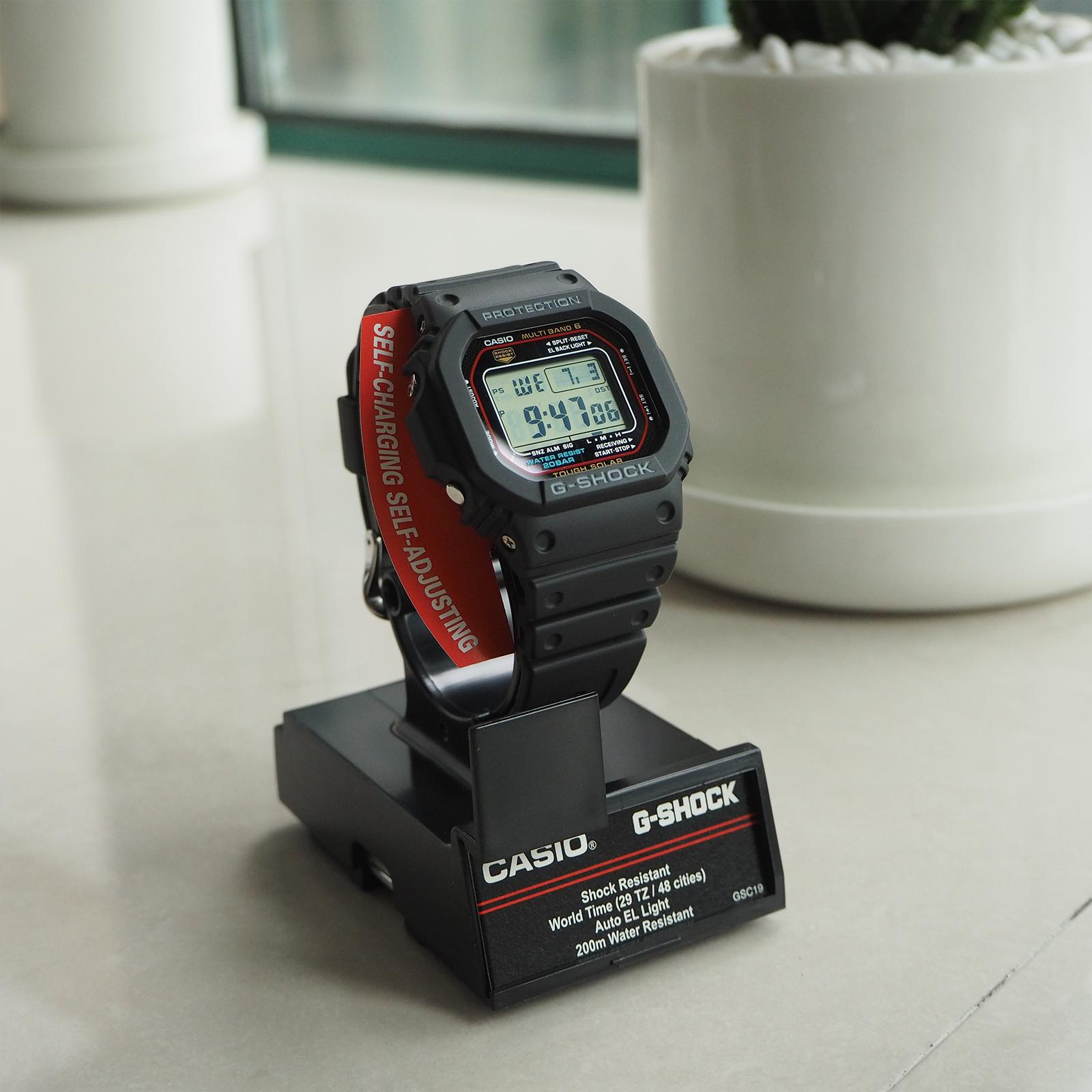 卡西欧G-SHOCK 经典小红圈 小方块 太阳能电波手表男GW-M5610-1
