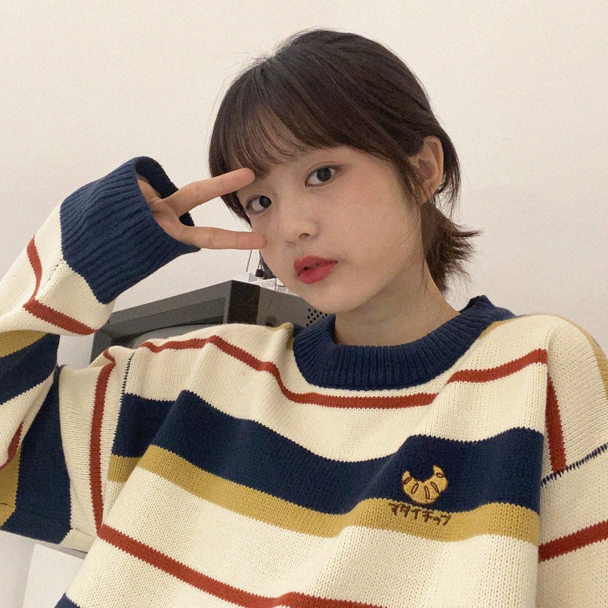 [现货][情侣款]韩版拼色学院风宽松显瘦条纹毛衣学生针织上衣女冬