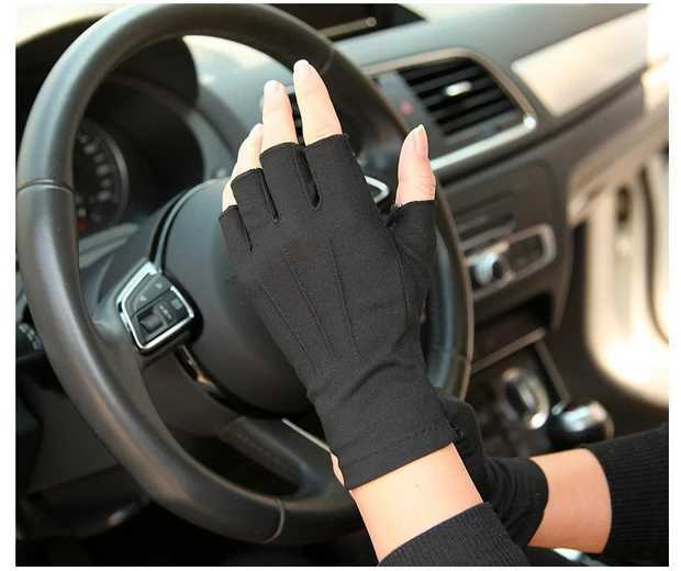 Mens spring and summer thin gloves half finger open finger short gloves anti slip and breathable drivers gloves close to hands high bounce black