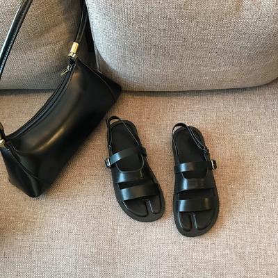 Boccalook鞋店 夏季一字扣露趾平底凉鞋女学生休闲简约百搭沙滩鞋