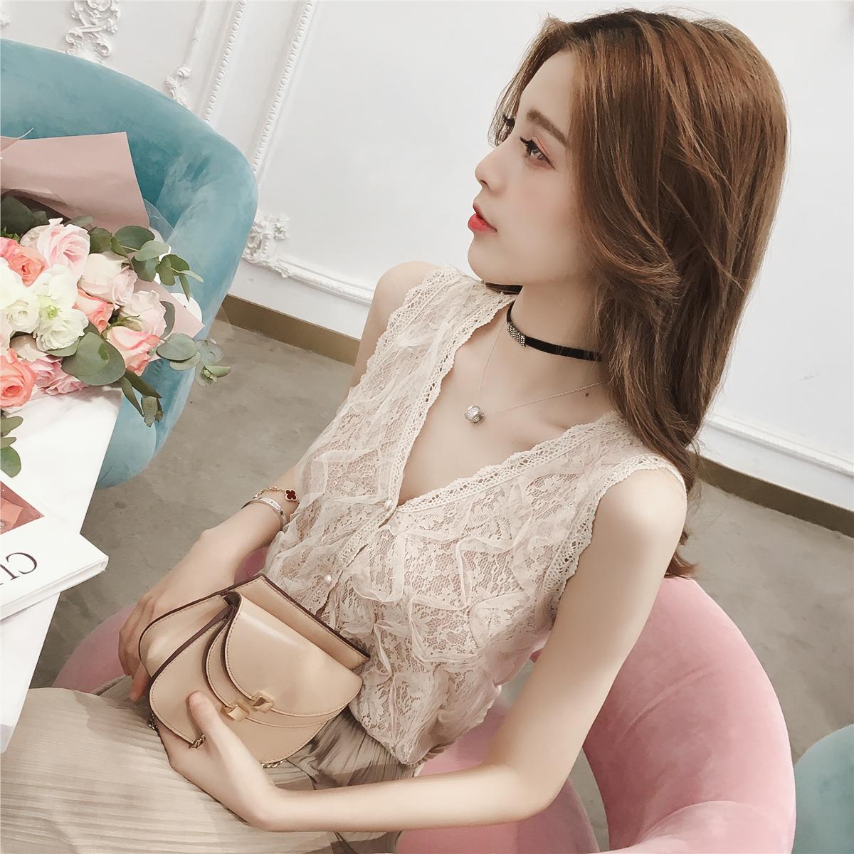 夏装2018新款韩版V领珍珠扣无袖背心蕾丝衫女装chic洋气打底上衣