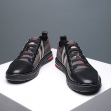 The new Korean fashion men's shoes of 2019 are full of breathable sports leisure shoes and men's summer fashion shoes.