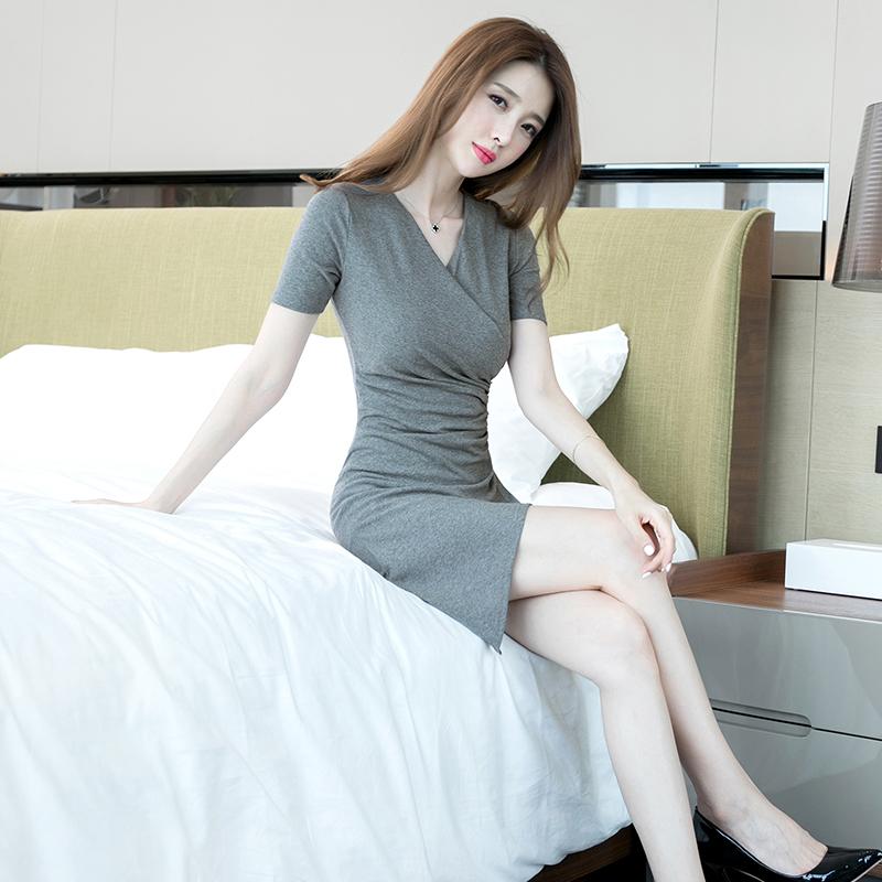 券后178.00元女士裙子2019新款时尚气质性感收腰紧身V领修身显瘦包臀连衣裙夏