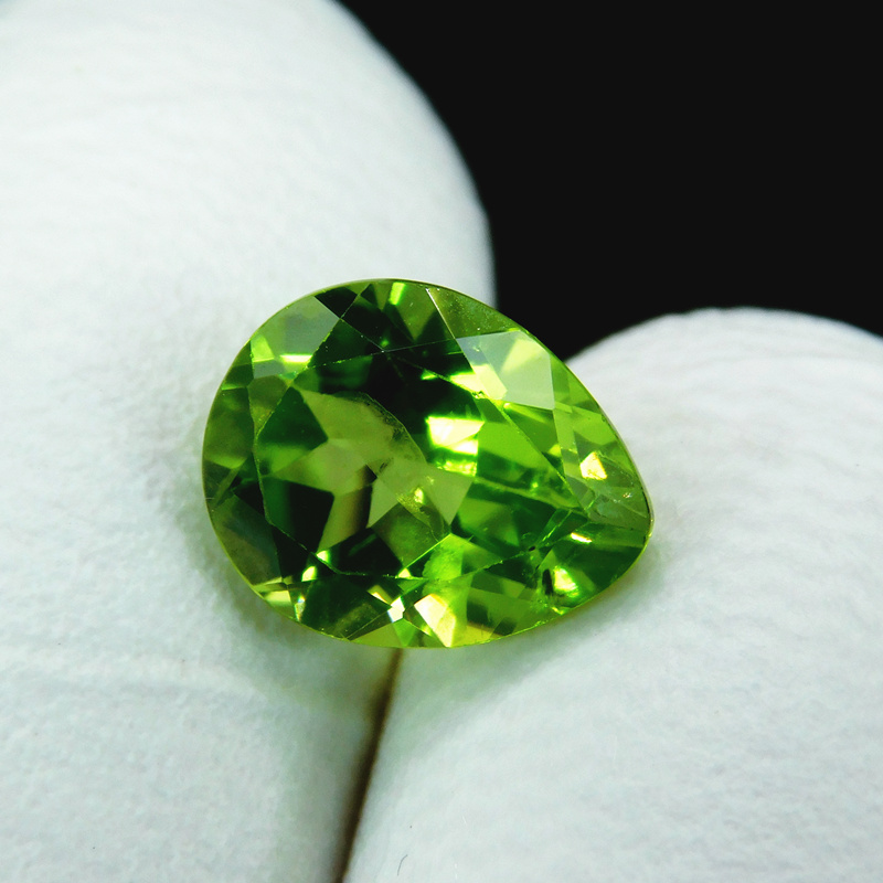 Bright natural emerald chrysolite 2.64 carat ring, ring face, gemstone, pear shape, video package